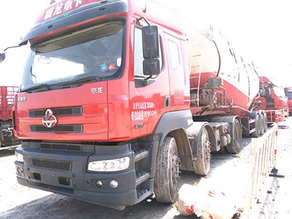 东风柳汽霸龙-386 重39.9T 牵引罐装车