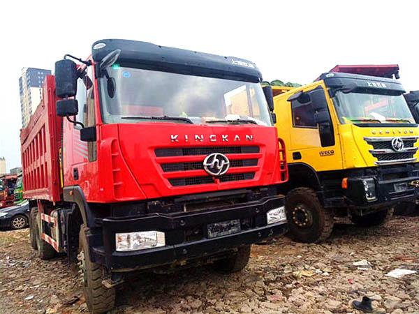 红岩金刚、杰狮后八轮自卸车、380、350bob客户端、12档变速箱。潍柴。5.8米车厢。1.5米栏板公告。