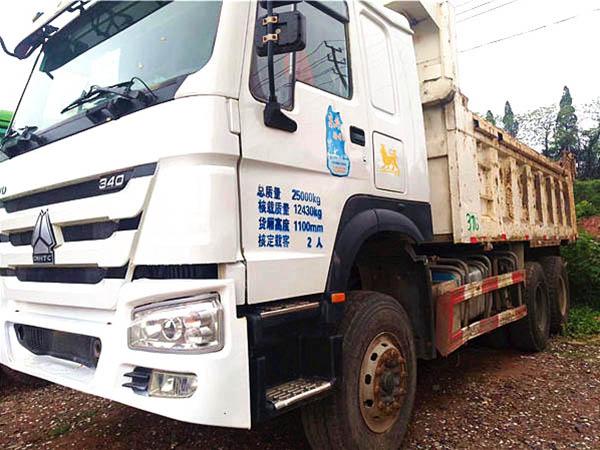 国四豪沃后八轮自卸车、340bob客户端、潍柴发动机。国四车